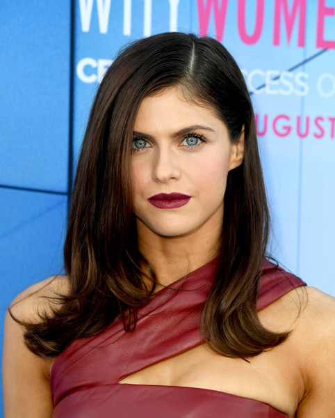 Alexandra Daddario sported a loose side-parted hairstyle with flipped ends at the LA premiere of 'Why Women Kill.'