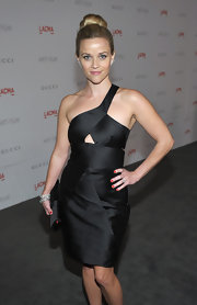 Reese Witherspoon looked ultra chic at the 2011 LACMA Art and Film gala with her hair in a classic bun.