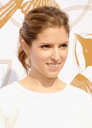 Anna Kendrick went to the LoveGold Luncheon wearing a messy-chic ponytail.