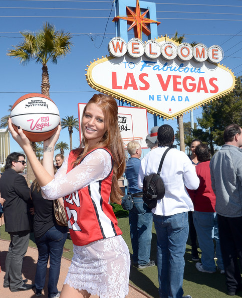 Sports Illustrated's Swimsuit Issue Models Land in Las Vegas - Cintia Dicker