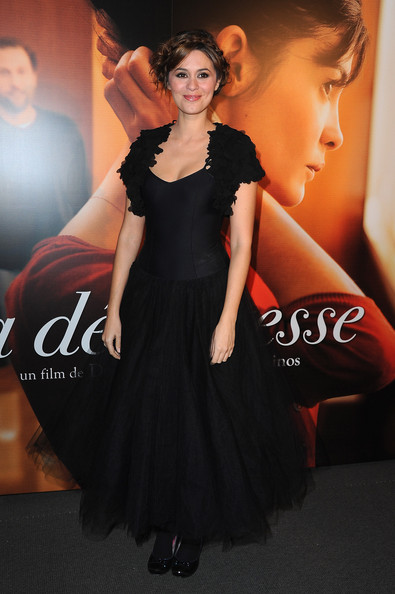 Elilie Simon channeled 'Black Swan' in a ballerina inspired black dress for the 'La Delicatesse' premiere.