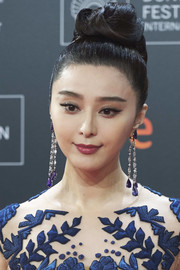 Fan Bingbing accessorized with a pair of Chopard chandelier earrings for total glamour.