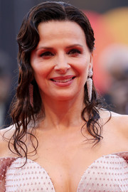 Juliette Binoche wore her hair in wet-look waves at the 2019 Venice Film Festival opening ceremony.