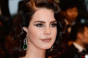 Lana Del Rey Medium Wavy Cut