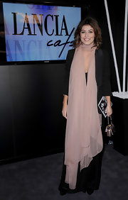 Alessandra Mastronardi looked like a goddess with a floor-length mauve-pink scarf.