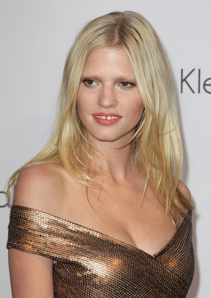Lara Stone Medium Straight Cut