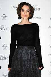 Keira makes her style look so effortless with this jaw length loosely crimped 'do.