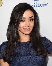 Aimee Garcia looked demure and lovely wearing this loose side-parted style with wavy ends at the Latina Hot List party.