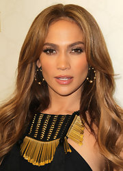 Jennifer Lopez added a soft touch to her look with fluttering lashes. It was the perfect way to add drama to her bronzed look.