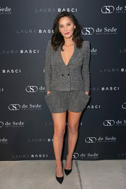 Olivia Munn teamed her suit with basic black pumps.