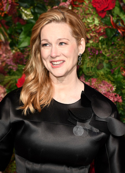 Laura Linney Side Sweep [hair,facial expression,beauty,human hair color,smile,lady,hairstyle,blond,girl,shoulder,red carpet arrivals,laura linney,evening standard theatre awards,london,england,theatre royal]
