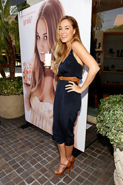 Lauren looked perfect from head to toe, sporting a navy jumpsuit with cute platform Quepi Reci sandals.
