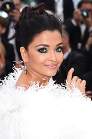 Aishwarya Rai accentuated her beautiful eyes with smoky makeup.