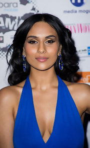 Jaya paired her plunging neckline with matching royal blue earrings.