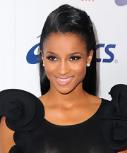 While keeping her look neutral, Ciara intensified her bronzed look with dainty lashes.
