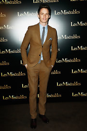 A camel fleck suit looked crisp and clean on Eddie Redmayne at the 'Les Mis' Paris Premiere.
