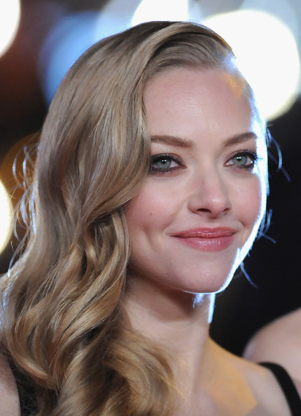 More Pics of Amanda Seyfried Long Curls (1 of 28) - Long Curls Lookbook - StyleBistro