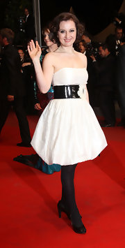 Isabella Ragonese showed up on the red carpet donning a white strapless dress, which she cinched with a belt.