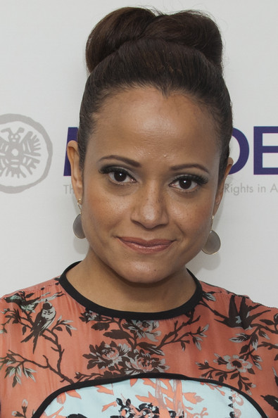 Judy Reyes chose a classic bun to pull back her chocolate tresses.