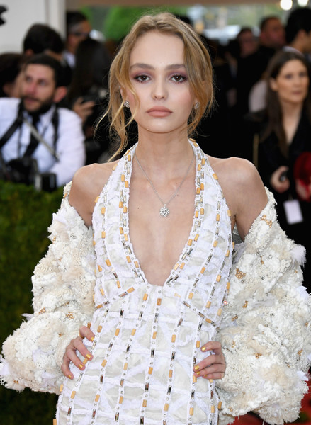 Lily-Rose Depp Metallic Nail Polish [manus x machina: fashion in an age of technology costume institute gala - arrivals,manus x machina: fashion in an age of technology costume institute gala,fashion model,hair,fashion,hairstyle,beauty,lady,haute couture,shoulder,lip,dress,lily-rose depp,new york city,metropolitan museum of art]