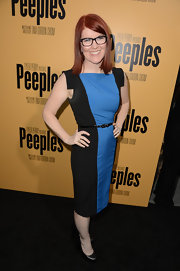 Kate Flannery chose this fitted two-toned shift dress that featured a cool square shoulder for her look at the premiere of 'Peeples.'