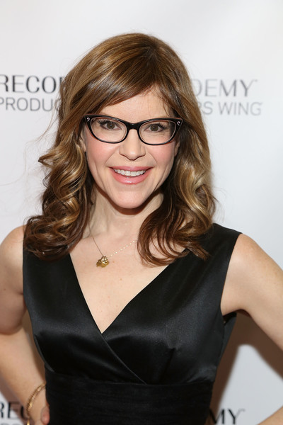 Lisa Loeb Medium Curls with Bangs