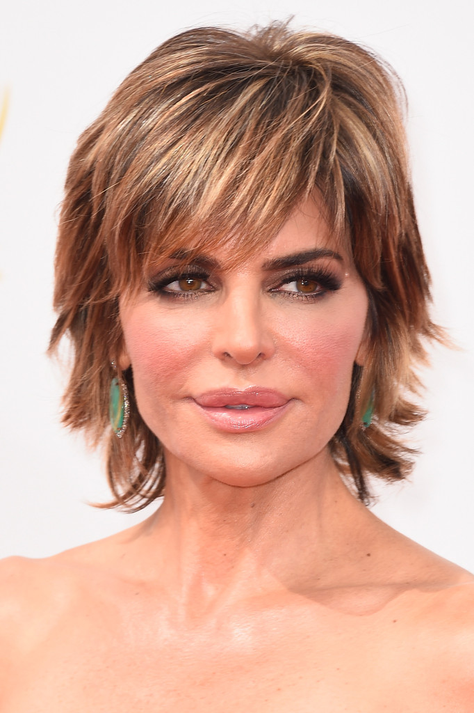 Lisa Rinna Layered Razor Cut Short Hairstyles Lookbook