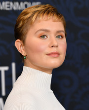 Eliza Scanlen looked cute wearing her signature pixie at the world premiere of 'Little Women.'