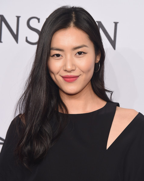 Liu Wen Long Wavy Cut