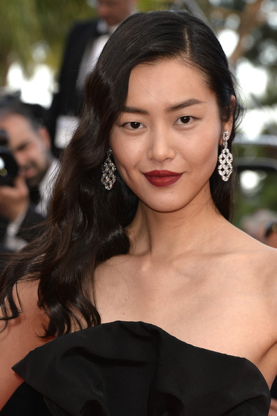 Liu Wen Red Lipstick [one night,annual cannes film festival on may 20,une nuit,hair,face,lip,hairstyle,eyebrow,beauty,chin,skin,black hair,long hair,premieres,two days,liu wen,deux jours,premiere,cannes,france]