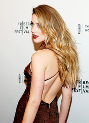 Amber Heard wore her tresses down with textured waves during the premiere of 'When I Live My Life Over Again.'