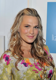 Molly Sims arrived at the tenth anniversary party for Liz Lange for Target wearing her pale waves in long layers.