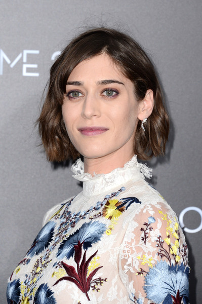 Lizzy Caplan Short Wavy Cut [now you see me 2 world premiere,now you see me 2,hair,hairstyle,eyebrow,beauty,lip,chin,fashion,long hair,brown hair,blond,lizzy caplan,theater,new york city,lincoln square,amc loews,world premiere]