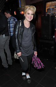 Kelly Osbourne finished off her casual look with metallic gray oxfords worn with white socks.