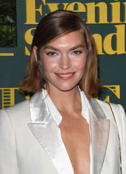 Arizona Muse was retro-sweet with her flippy bob at the London Evening Standard Theatre Awards.