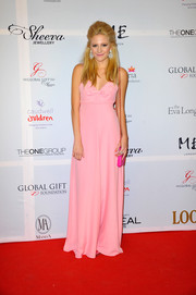 Pixie Lott went the ultra-sweet route in a bow-adorned pink gown by Moschino Cheap & Chic when she attended the London Global Gift Gala.