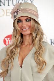 Marisa donned a nude cloche with a decorative band for the Kentucky Derby.