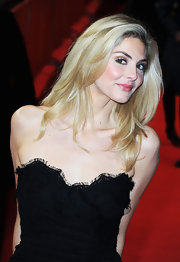 Tamsin Egerton looked lovely with her long layered locks down at the Berlinale International Film Fest.
