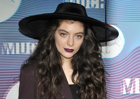 Lorde Wide Brimmed Hat [hat,clothing,hair,beauty,fashion accessory,sun hat,headgear,fedora,long hair,lip,muchmusic video awards,room,press room,toronto,canada,muchmusic hq,lorde]