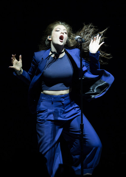 Lorde completed her monochromatic look with a navy crop-top.