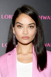 Shanina Shaik donned a pair of gemstone chandelier earrings for a more glamorous finish.