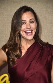Jennifer Garner looked lovely with her bouncy waves at the premiere of 'Camping.'