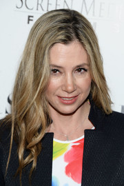 Mira Sorvino attended the premiere of 'Mothers and Daughters' wearing a simple side-parted 'do with wavy ends.