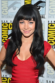 Ksenia Solo showed off her long raven hair with loose waves and bangs at Comic-Con 2012.