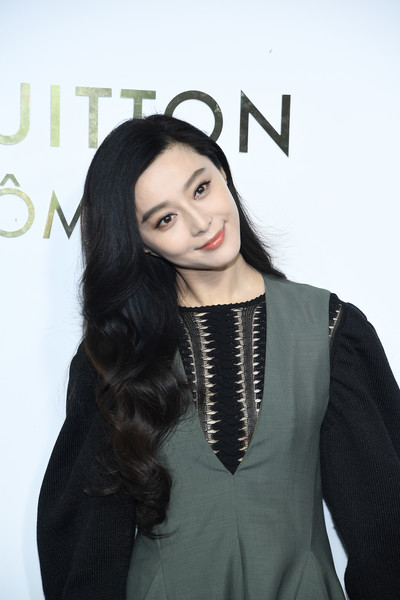 Fan Bingbing looked oh-so-sweet with her long curls at the Louis Vuitton boutique opening in Paris.