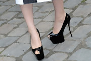 Fan Bingbing's platform pumps with a super high heel were a daring but fabulous choice for Paris Fashion Week.
