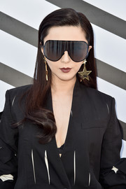 Fan Bingbing was stylishly coiffed with a neat side part and curly ends during the Louis Vuitton fashion show.