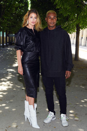Doutzen Kroes donned a loose black leather top for the Louis Vuitton Menswear Spring 2019 show.