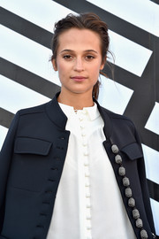 Alicia Vikander wore her hair in a casual-chic ponytail at the Louis Vuitton fashion show.