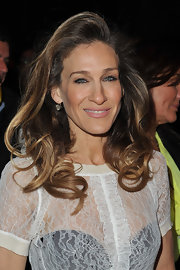Sarah Jessica Parker attended the Louis Vuitton fall 2012 runway show wearing her hair in a voluminous 'do featuring bouncy curls.